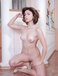 Erotic Loveliness - Naturally Beautiful Amateur Nudes