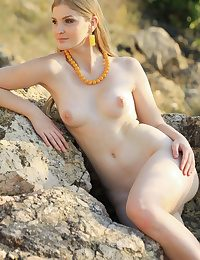 Glamour Hottie - Naturally Beautiful Amateur Nudes