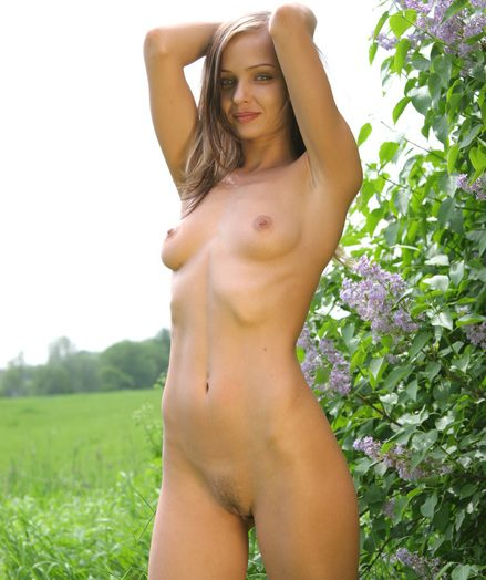 Sexy hottie in nature