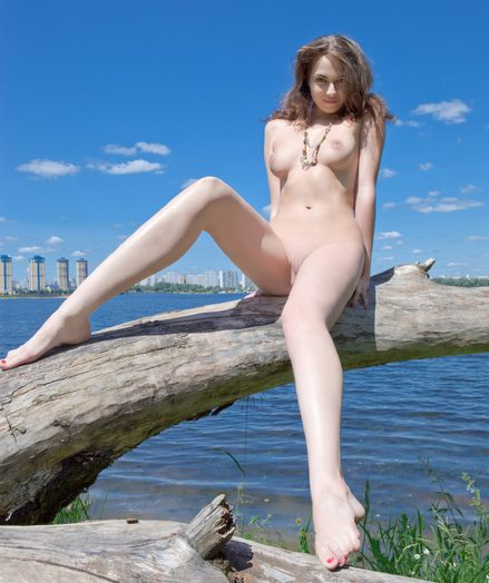 Genteel naked nubile