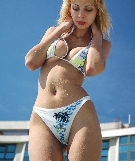 Spectacular ash-blonde Zina taking off her bathing suit