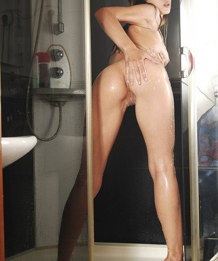 Wonderful Julietta showering, stretching her lengthy toes enhanced by humid puss lips