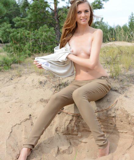 Super-fucking-hot cutie stripping