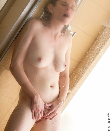Teenies Lara Brookes in the air shower-hot-babe