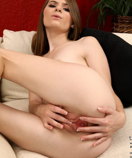 Teenagers Alice March in toying-nude-babe