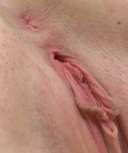 Amateur Young Shirley Spreads her Pussy and Asshole in CloseUp!
