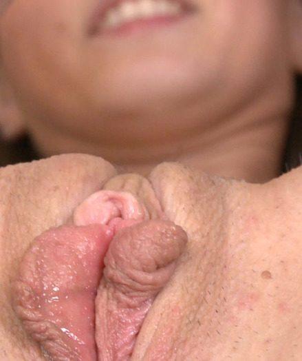 Lola's Dual Fucktoy Penetration!