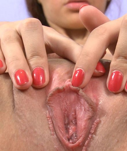 Helen's Wet Orgasm Closeup!