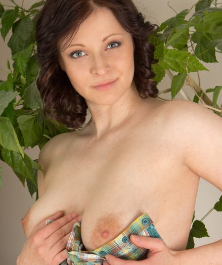 Big-chested succulent naked model