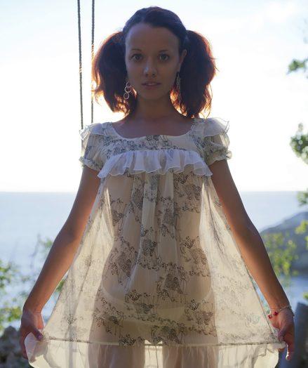 Kinky ponytailed doll