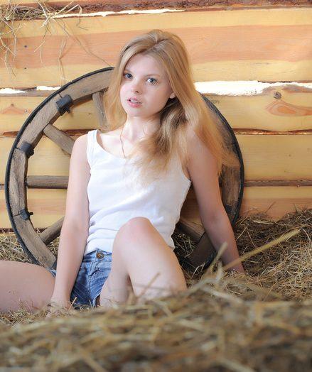 Cute bare woman