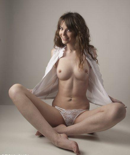 Wonderful nude dame