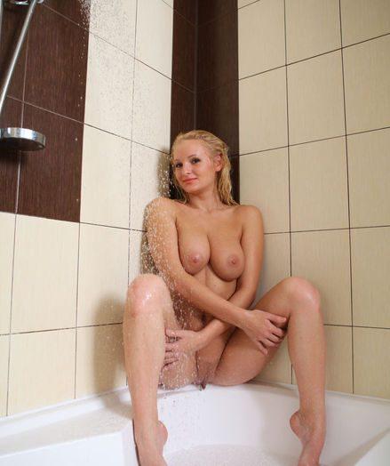 Glamour Hottie - Naturally Wonderful Amateur Nudes