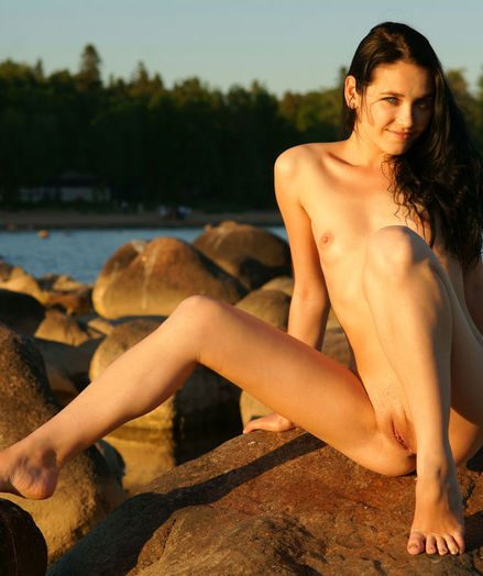 Glamour Bombshell - Naturally Beautiful Amateur Nudes