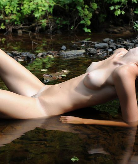 Glamour Hottie - Naturally Wondrous Inexperienced Nudes