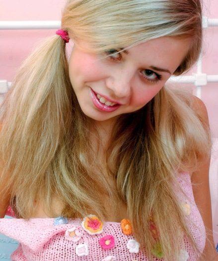 Ponytails platinum-blonde
