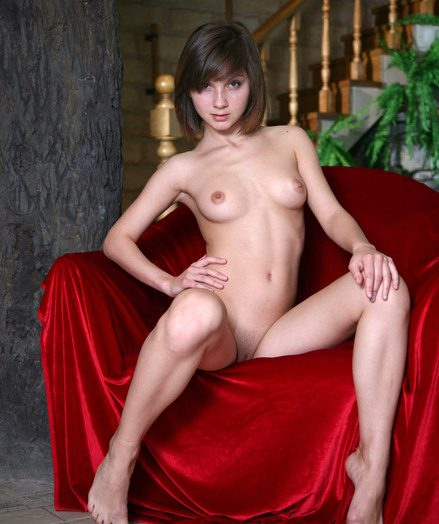 Teen stunner Vera lets a white-hot blanket distinguish her body